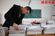 家庭贫困的高中生打算外出打工挣钱养家!