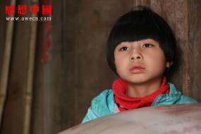 性格内向孤僻的小女孩该如何面对贫穷?